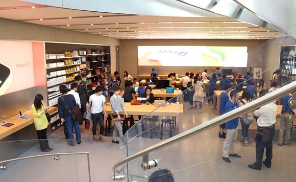 Apple Store表参道地下1階